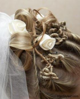 Tie your hair knots with a white rose